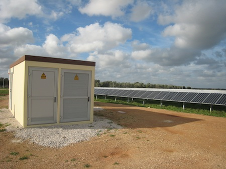 A fully integrated solar container, which includes central inverters and monitoring capabilities from AEG Power Systems – one of the companies discussed in the new report.