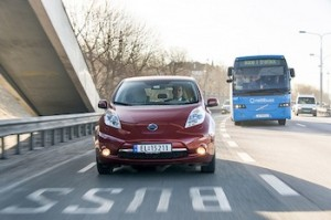 What lessons can be learnt from the success of electric vehicles in Norway? Photo credit: Nissan Leaf in a bus lane