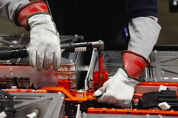 A Nissan Leaf battery replacement will cost electric vehicle drivers USD$5,500 and will incorporate new heat-resistant battery chemistry.