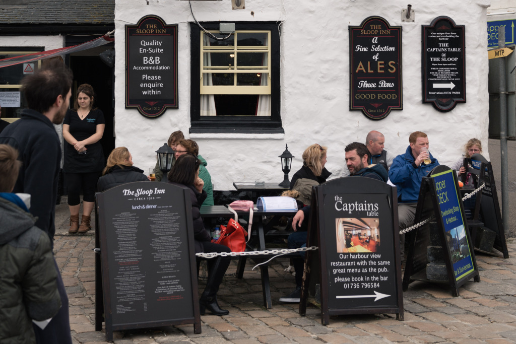 Britons discussing the Brexit in a pub yesterday. Photo: www.animam.photography.